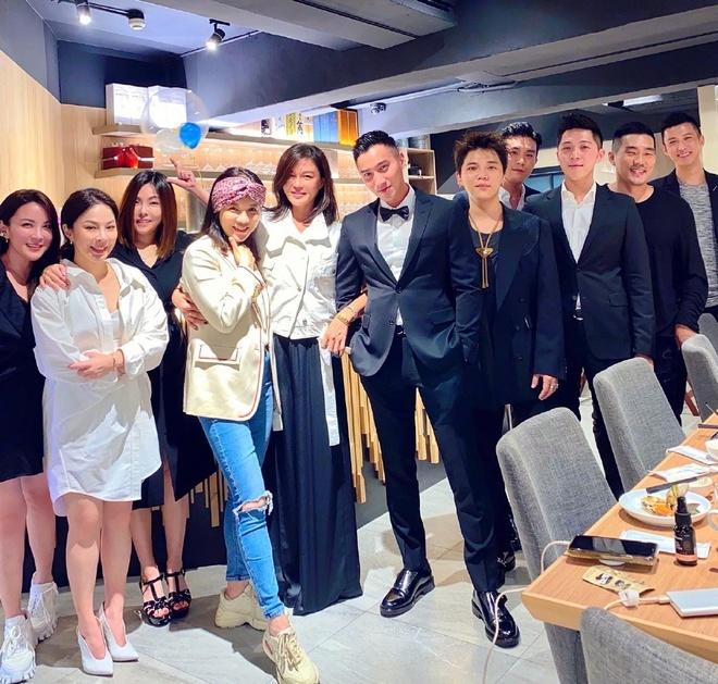 Chong cu Chung Han Dong mo tiec mung cuoc song doc than hinh anh 1 72BBCA4E8DF824D39AC36A4E32E6338F1124ABE4_w1019_h971.jpg