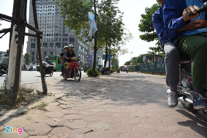 Đoàn người dắt xe máy 200 m để tránh bị phạt