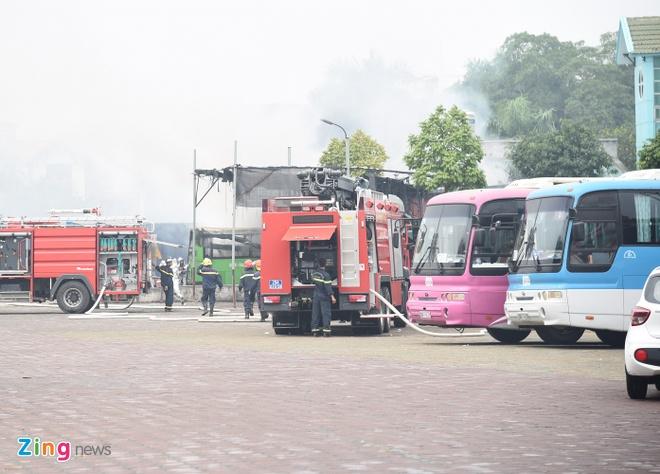 Cháy lớn tại gara của hãng taxi ABC