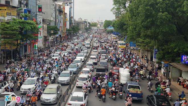 Ben xe Mien Tay, san bay Tan Son Nhat dong nghit nguoi di nghi le 30/4 hinh anh 5