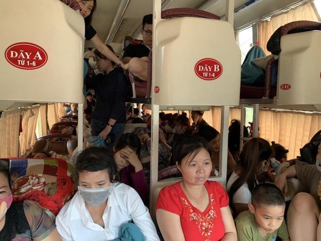 Xe khách 42 chỗ chở 73 người bị CSGT phạt 40 triệu