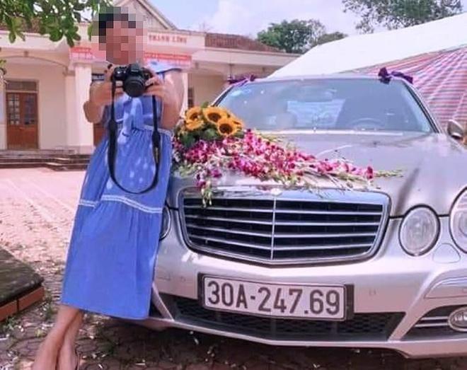 Xe hoa Mercedes di le cuoi bi chay tro khung sat hinh anh 1