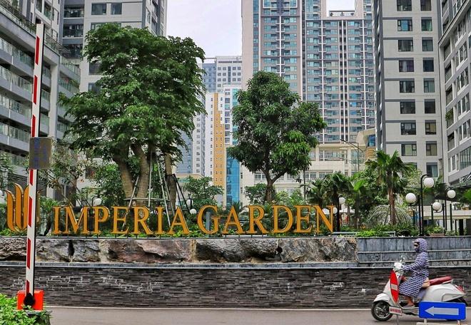 Cu dan Imperia Garden lo lang, tre nho canh giac khi vao thang may hinh anh