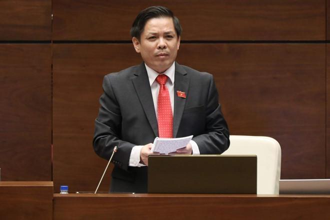 Bo truong Bo GTVT: 'Vietnam Airlines bi hang khac loi keo nhan luc' hinh anh 1