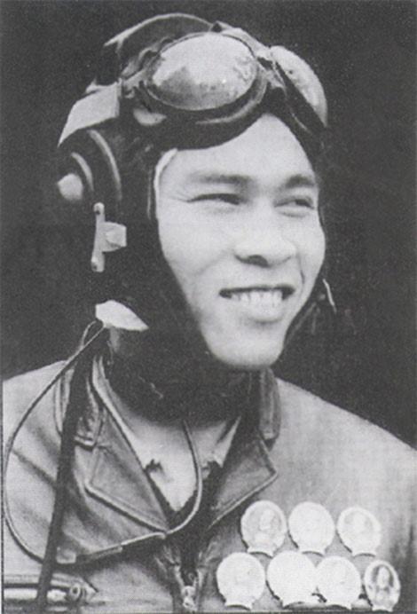 phi cong Nguyen Van Bay dot quy anh 2