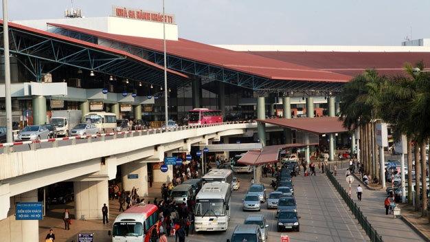 Phóng xe máy lên nhà ga Nội Bài, một người tử vong
