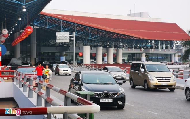 Can Tet, san bay Noi Bai lo doi pho 'co' taxi hinh anh 1 NB_zing.jpg