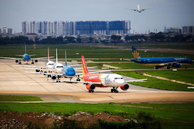 Thiếu sân đỗ máy bay dịp Tết, Nội Bài tận dụng đường lăn, khu quân sự