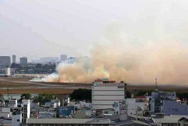 Máy bay nổ lốp khi chạy đà ở Tân Sơn Nhất