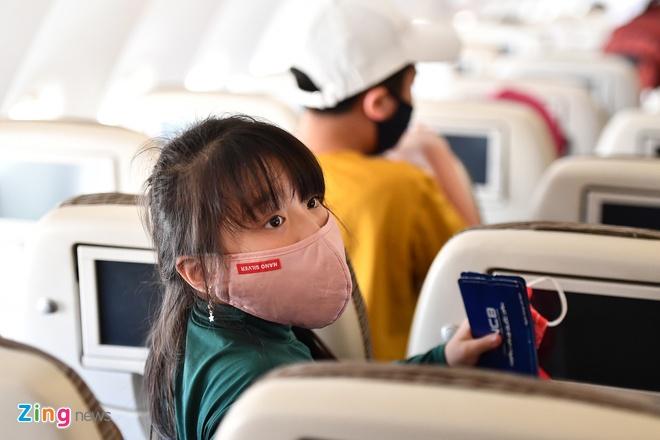 Khách đi máy bay phải ngồi cách nhau một ghế