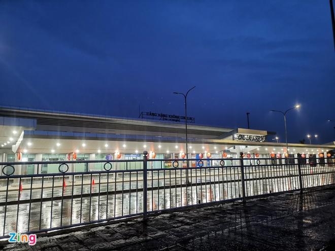 Sân bay Chu Lai tốc mái sau bão số 9