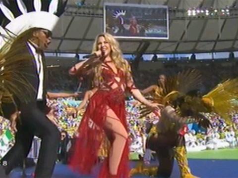 Shakira boc lua trong dieu La La La hinh anh