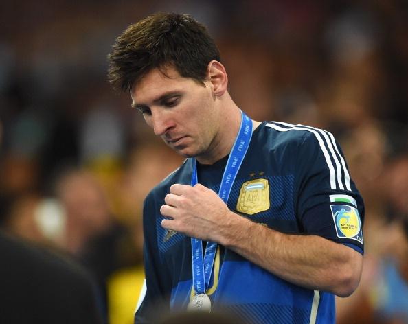 Messi va bi kich mang ten huyen thoai hinh anh