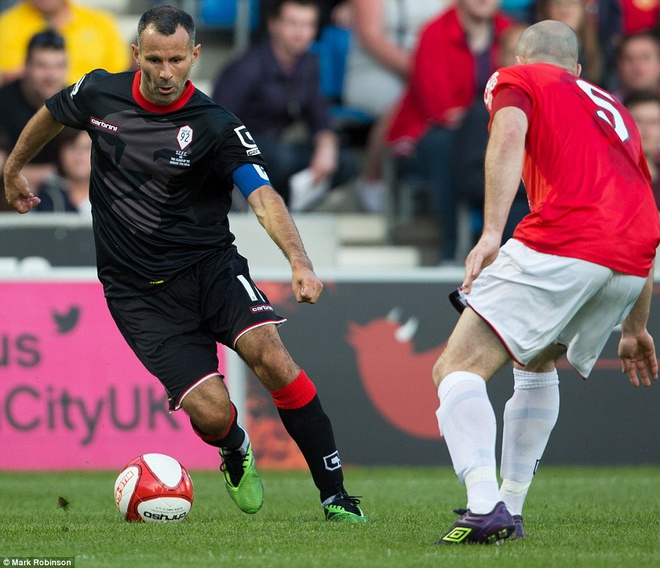Highlight: Salford City 5-1 Class of 92 hinh anh