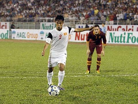 Van Son ghi ban vao luoi U19 AS Roma hinh anh