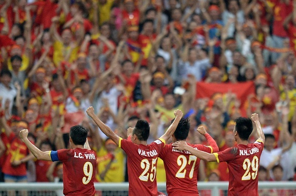 The thao chao buoi sang 8/12: Tam diem Malaysia vs Viet Nam hinh anh