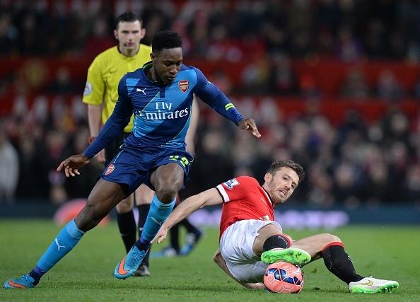 Welbeck ghi ban vao luoi M.U giup Arsenal vuot len hinh anh