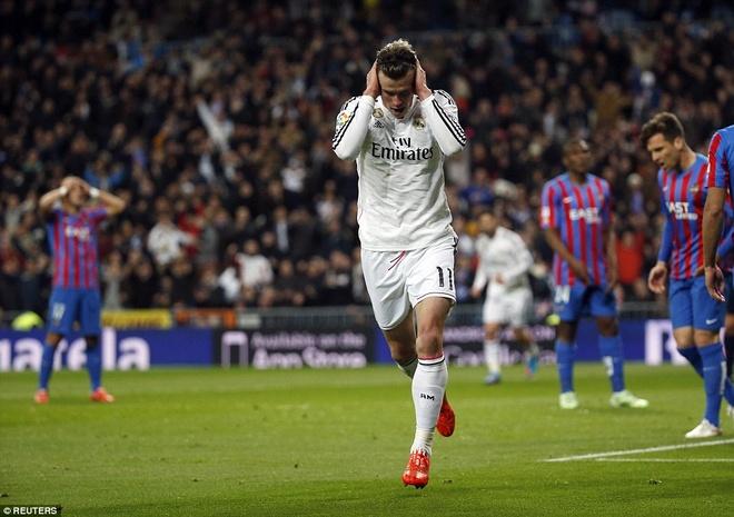 Gareth Bale lap cu dup, Real bam sat Barcelona hinh anh 8 Bàn thắng đầu tiên được ghi ở phút 18, sau tình huống đệm bóng vào góc xa khung thành.