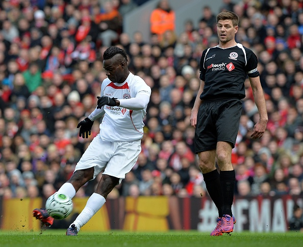 Balotelli ghi ban trong tran dau giua cac ngoi sao Liverpool hinh anh