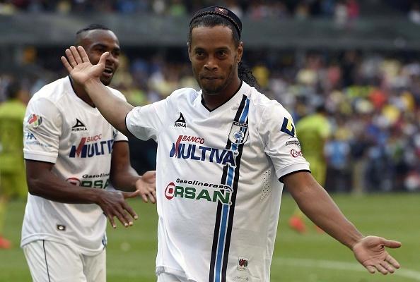 Pha sut phat thanh ban tu khoang cach 40 m cua Ronaldinho hinh anh