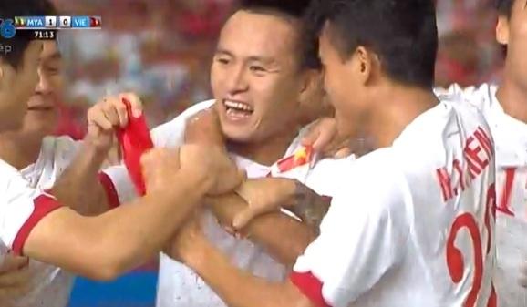 Huy Toan lap cong go hoa cho U23 Viet Nam hinh anh
