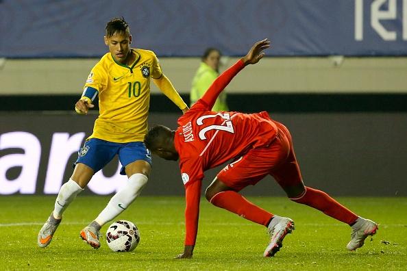 Neymar lien tiep tang bong qua dau doi thu hinh anh