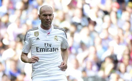 Huyen thoai Real Madrid danh bai huyen thoai Liverpool 4-2 hinh anh