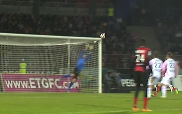 3 pha sut phat dep nhat Ligue 1 mua 2014/15 hinh anh