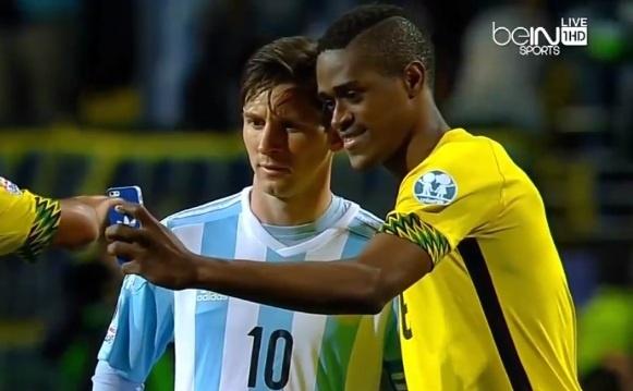 Cau thu Jamaica xin chup anh 'tu suong' voi Messi hinh anh
