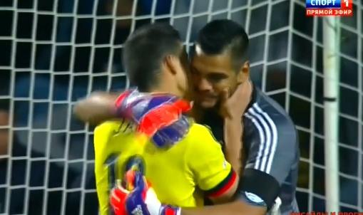 Hai huoc: James Rodriguez om thu mon Argentina an mung hinh anh