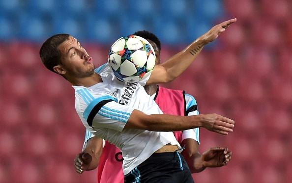 Pha solo an tuong cua Hazard vao luoi Barcelona hinh anh