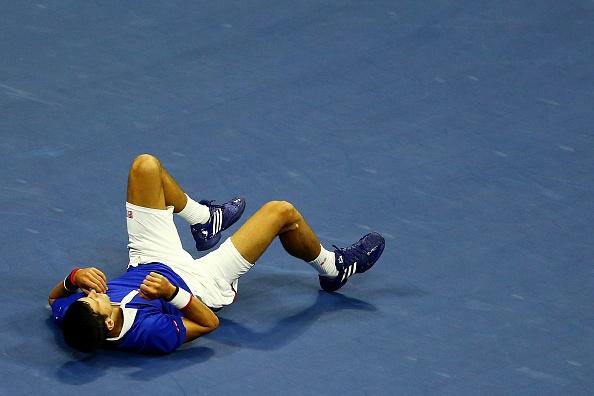 Djokovic nga song soai, tay rom mau vi cu volley cua Federer hinh anh