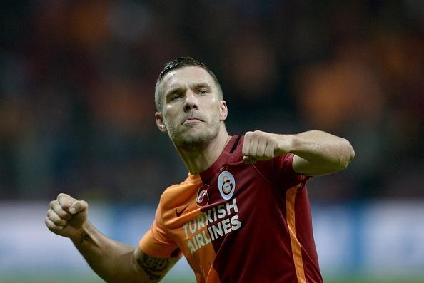 Podolski ghi ban giup Galatasaray thang Benfica 2-1 hinh anh