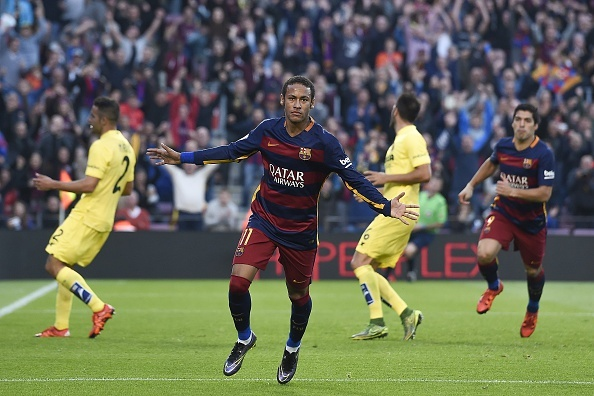 Neymar xu ly bong dang cap truoc khi ghi ban hinh anh