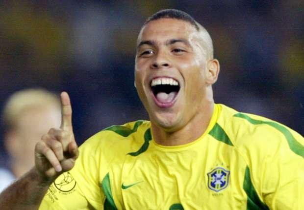 Nhin lai su nghiep cua Ronaldo qua tranh ve hinh anh