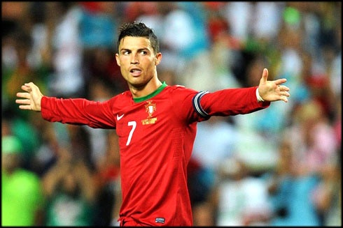 Ronaldo, Bale ghi ban dep nhat vong loai Euro hinh anh