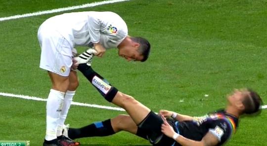 Hanh dong dep cua Ronaldo trong tran gap Rayo Vallecano hinh anh