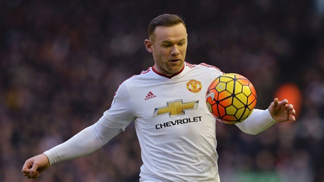 Rooney volley mo ty so cho MU truoc Liverpool hinh anh