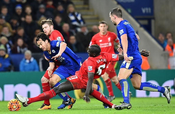 Cau thu Leicester City choi tiki-taka truoc Liverpool hinh anh