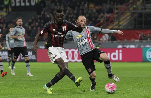 Balotelli ghi ban giup AC Milan vao chung ket Coppa Italia hinh anh