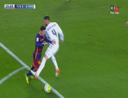 Ramos nhan the do, Real van nguoc dong thang Barca 2-1 hinh anh 18