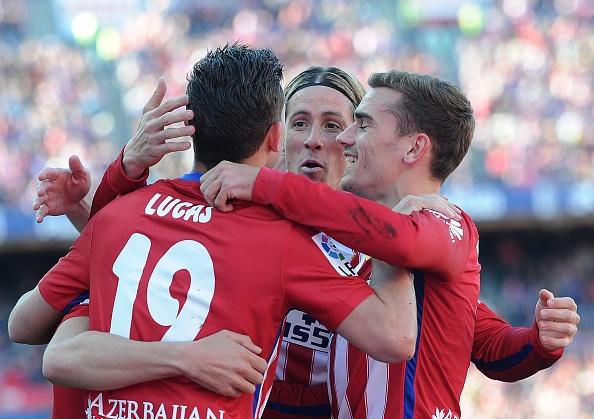 Torres ghi ban giup Atletico Madrid bang diem Barcelona hinh anh