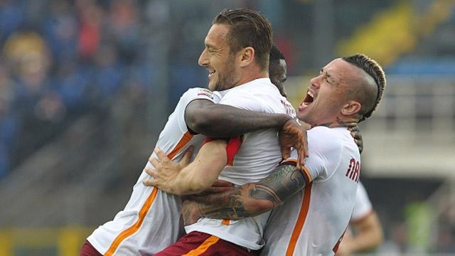 Totti ghi ban giup Roma cam hoa Atalanta 3-3 hinh anh