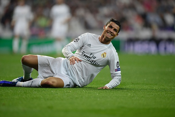 Tinh huong Ronaldo cam bong nem vao luoi Man City hinh anh