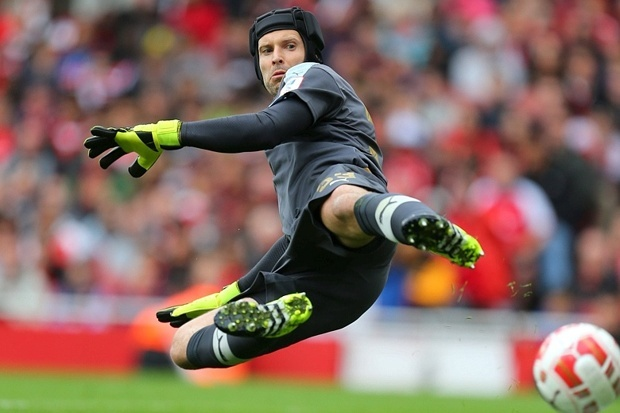 Nhung pha cuu thua xuat sac cua Petr Cech o Arsenal hinh anh