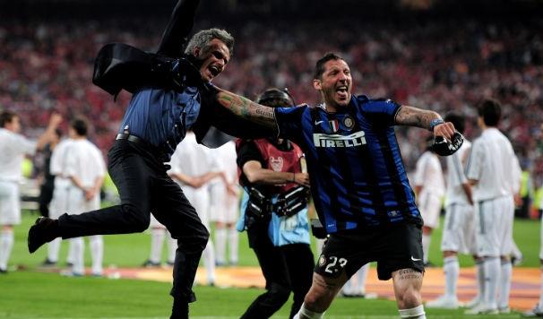 Mourinho va nhung man an mung qua khich cua cac HLV hinh anh