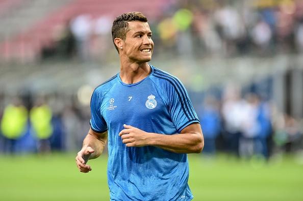 Ronaldo choi bong ngau hung truoc tran chung ket hinh anh