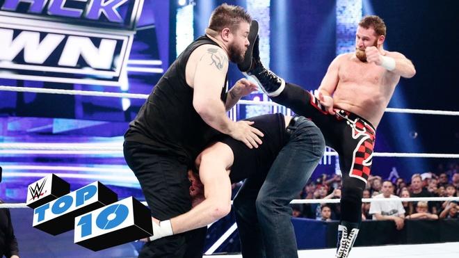 10 khoanh khac knock-out bat ngo o WWE tuan qua hinh anh