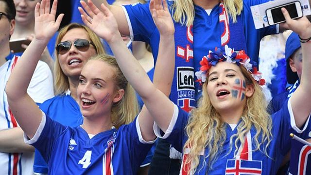 Binh luan vien Iceland gao khan co vi ban thang lich su hinh anh