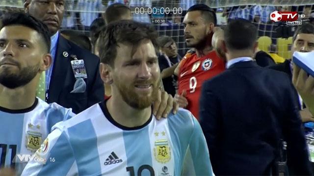 Messi khoc nuc no sau that bai truoc Chile hinh anh